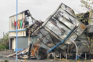 lincolnshire firefighters called to devastating blaze at popular toys r us store
