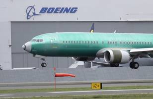 boeing abandons 2019 outlook after 737 max aircraft groundings