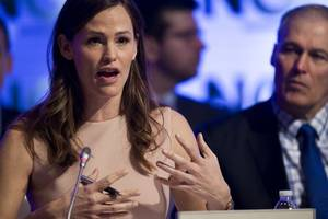 Jennifer Garner Graces Cover of People's Beautiful Issue