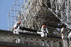 workers smoked at notre-dame but were not to blame, says contractor