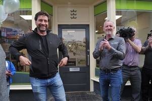 tv star nick knowles officially opens hull 4 heroes headquarters