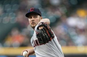 Bauer throws 8 strong innings, Indians beat Astros 2-1