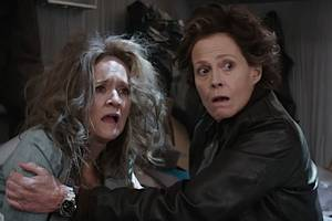watch sigourney weaver exhort samantha bee to cheer on journalists at 'not the white house correspondents' dinner' (video)