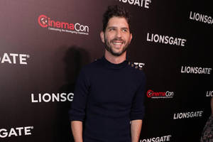 'long shot' director jonathan levine signs first-look deal with lionsgate