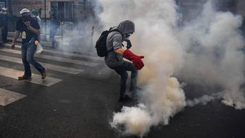 police fire tear gas as paris may day protests turn violent
