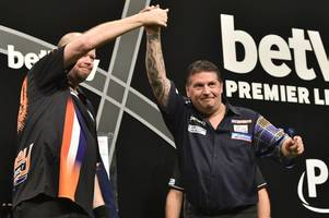 gary anderson taking on raymond van barneveld at motherwell concert hal