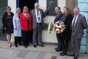 north ayrshire council provost lays wreath at irvine plaque