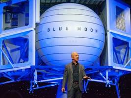 Jeff Bezos has unveiled an enormous 'Blue Moon' lunar lander to ferry payloads —and maybe people — to the moon's surface. Here's what it looks like and how it'd work.
