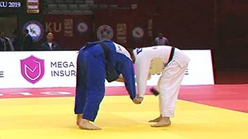 watch phone drop out of judo competitor's pocket mid-grapple