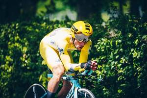 primoz roglic takes giro d'italia lead with opening time trial win