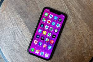 These pieces of broken glass likely show the colors of Apple's iPhone XR sequel