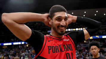 oregon senator urges justin trudeau to allow enes kanter into canada without passport