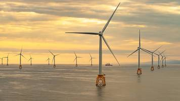 last turbine installed at scotland's biggest offshore wind farm