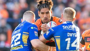 castleford end run with crushing win at leeds