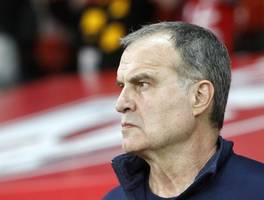 marcelo bielsa open to remaining at leeds