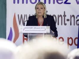 marine le pen denies knowing what white power hand sign meant after making it in facebook selfie with far-right ally
