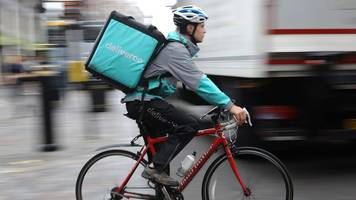 Amazon invests in Deliveroo food courier