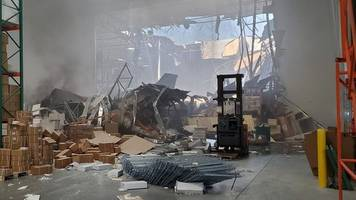 us f-16 fighter jet crashes into california warehouse