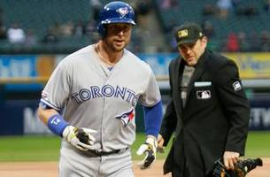 Justin Smoak hits massive home run to add to lopsided victory over White Sox