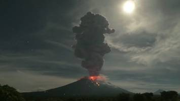 watch bali volcano spew ash 18,000 feet into the air in incredible timelapse video