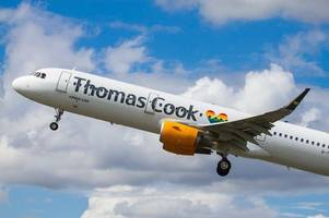 Thomas Cook reassures holidaymakers amid plummeting share price branding company 'worthless'