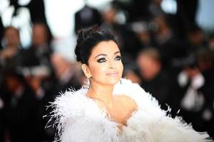 cannes 2019: aishwarya rai bachchan stuns at the red carpet in white gown