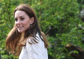 duchess kate looks perfectly springy in white sneakers, wide-leg pants at flower show