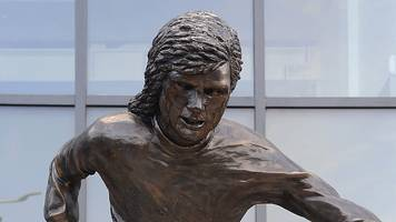 statue unveiled to honour george best at windsor park