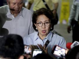 former philippines supreme court justice detained at hong kong airport