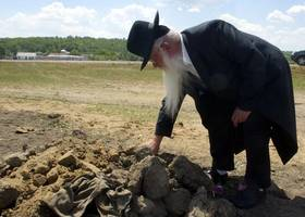 remains of 1,200 holocaust victims reburied in belarus