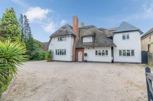this stunning thatched house is less than five miles from leicester city centre