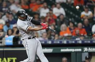 Jiménez hits 2 HR, White Sox turn triple play to beat Astros