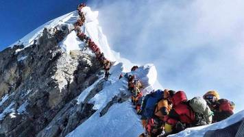 One Irishman killed on Everest and another missing