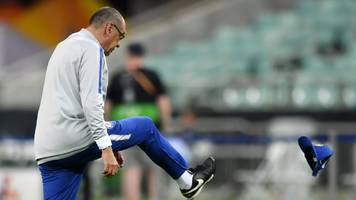 europa league: chelsea boss maurizio sarri takes frustration out on cap