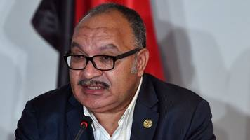 papua new guinea pm peter o'neill tries to stall own resignation