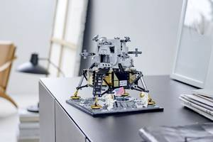 lego is celebrating the 50th anniversary of apollo 11 with a new lunar lander set