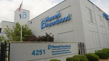 missouri's last abortion clinic wins last-minute reprieve