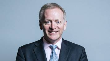 phillip lee, bracknell tory mp, loses no confidence vote