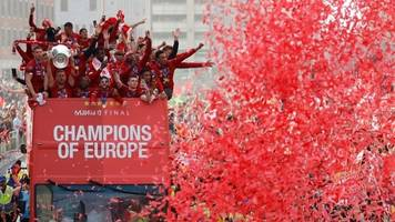 thousands enjoy liverpool's champions league victory parade