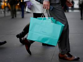 tiffany sales slump as foreign tourists spend less (tif)