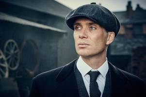 the incredible moment cillian murphy gave david bowie his tommy shelby cap