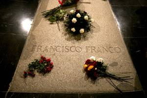 spanish court halts government plan to exhume franco
