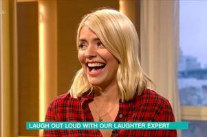 itv this morning fans tell holly willoughby to stop wearing 'mumsy' clothes