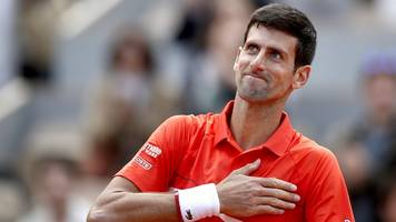 djokovic crushes zverev to reach french open semis