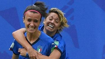 Italy fight back to shock Australia with late goal