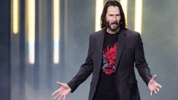 keanu reeves fires up xbox crowd