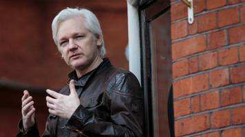 doj formally requests julian assange be extradited to the us