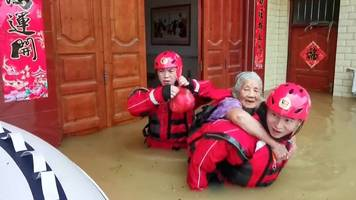 china rains: thousands stranded in southern china