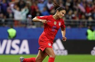 Carli Lloyd comes off the bench, scores USWNT's 13th goal vs. Thailand