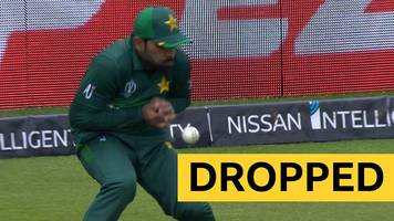 cricket world cup: pakistan's asif ali drops 'an absolute sitter' against australia
